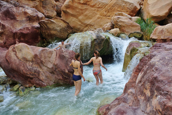 Купания в термальных водопадах Иордании
