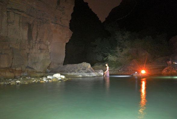 Ночные купания в каньоне Иордании