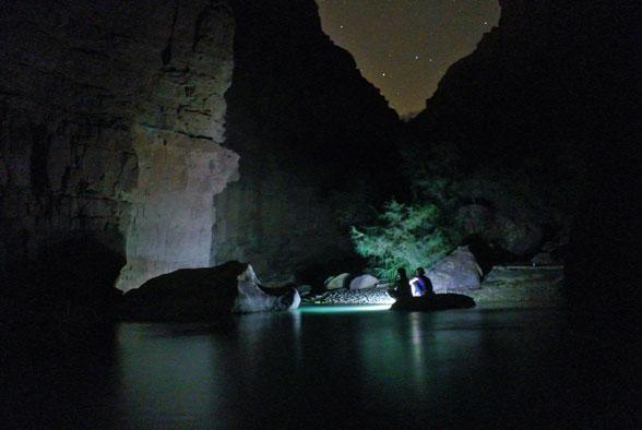 Плавучий остров в каньоне Иордании
