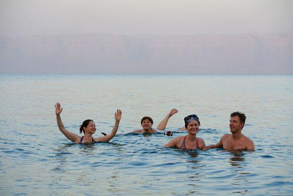 Омовение в Мертвом море, Иордания