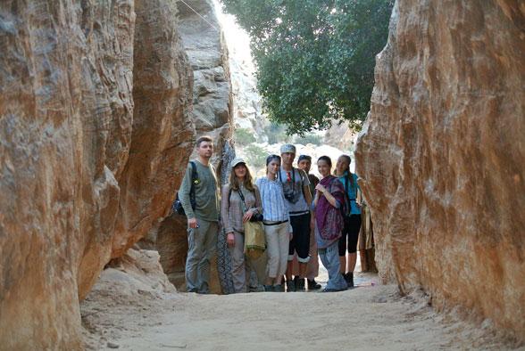 Группа в каньоне Малой Петры, Иордания