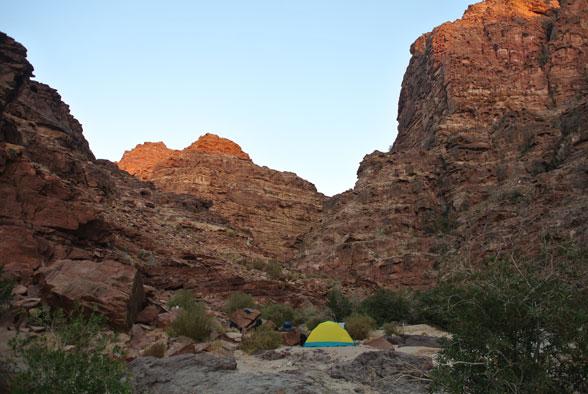 Наш лагерь в цирке каньона, Иордания