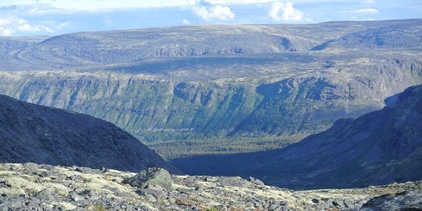 Вид на долину Сейдозера с Карнасурты