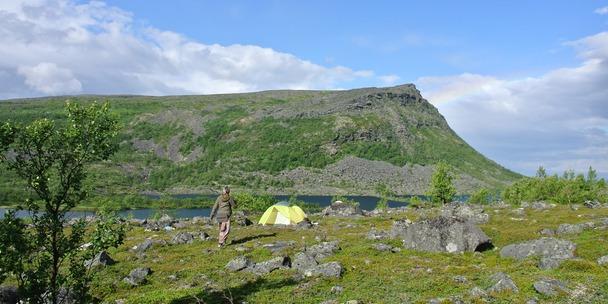 Лагерь на озере Светлое в Ловозерах